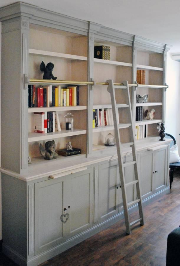Meuble bibliothèque avec moulures